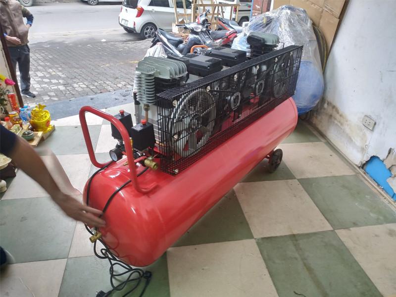 Mặt sau máy nén khí công nghiệp Finy 300L FN6300